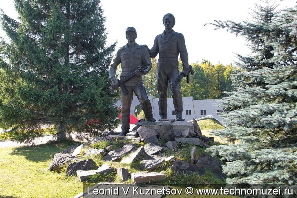 Памятник воинам-афганцам у Ленино-Снегиревского военно-исторического музея