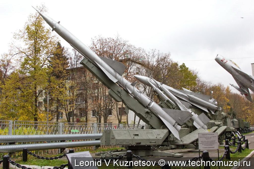 """Пусковая установка СМ-90 с ракетой комплекса С-75М """"Волхов"""" в музее войск ПВО в Балашихе"""