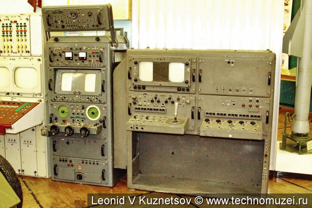 Аппаратура кабин управления ЗРК С-75 и С-25 в музее войск ПВО в Балашихе