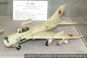 Модель истребителя-перехватчика МиГ-19 в музее войск ПВО в Балашихе