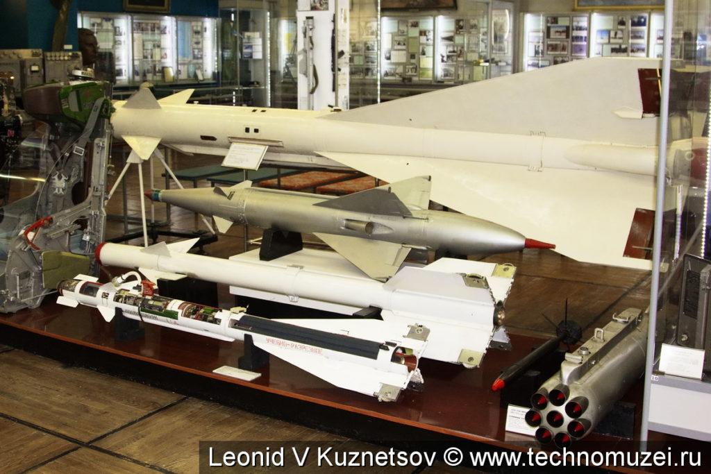 """Ракеты класса """"воздух-воздух"""" в музее войск ПВО в Балашихе"""