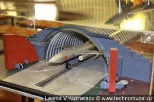 Модель перехватчика Як-28П в укрытии для самолётов в музее войск ПВО в Балашихе