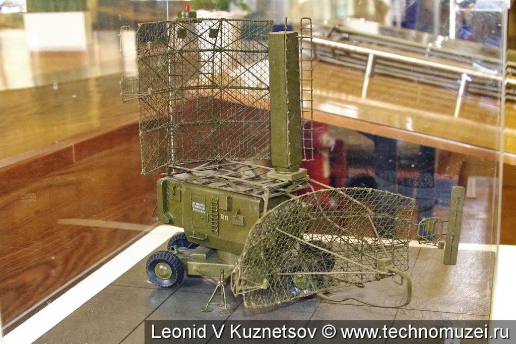 """Модель антенно-поворотного устройства 6ГГ РЛС 22Ж6 """"Десна"""" в музее войск ПВО в Балашихе"""