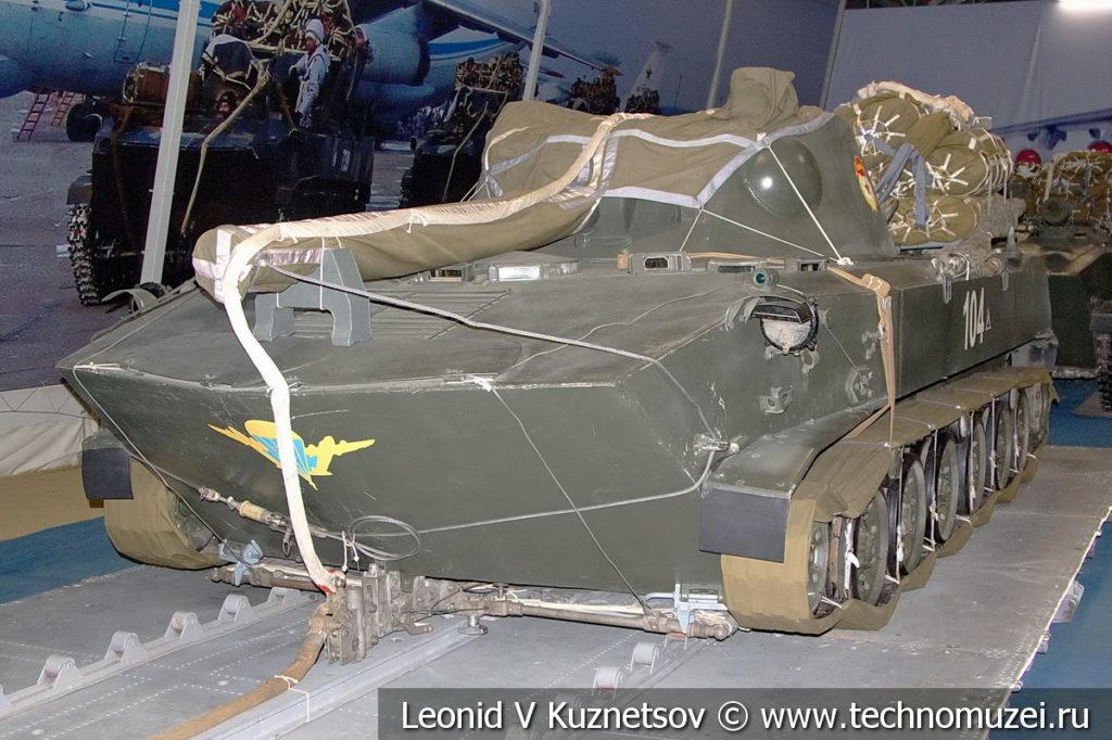 120-мм самоходное артиллерийское орудие 2С9 Нона-С с парашютно-реактивной системой в музейном комплексе парка Патриот