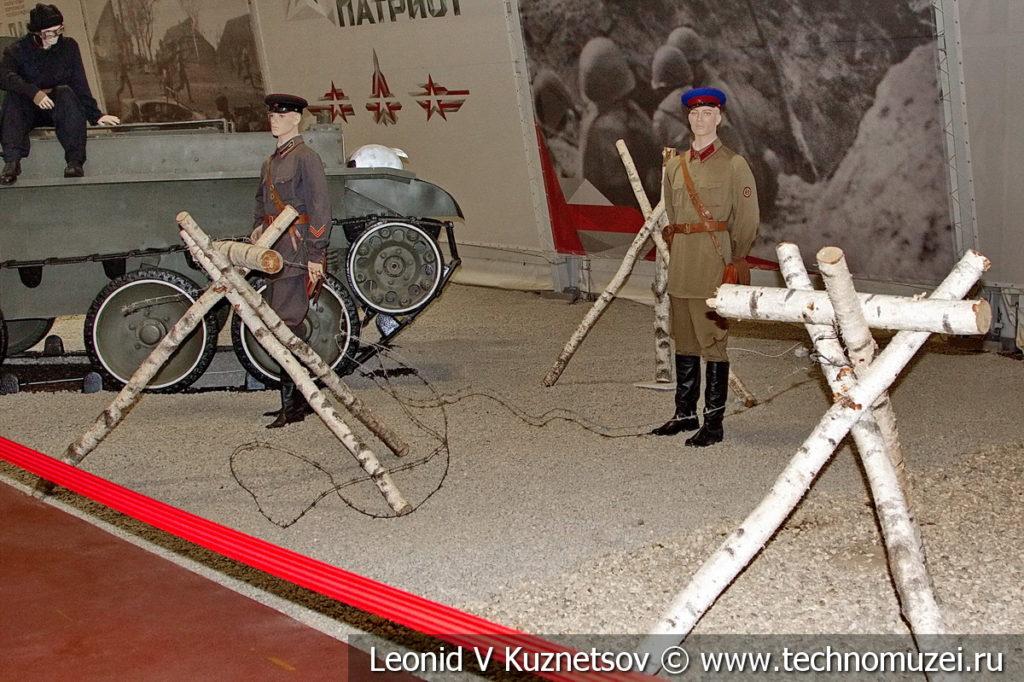 Деревянные рогатки с колючей проволокой в музейном комплексе парка Патриот