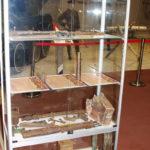 Витрины с находками с мест боев в музейном комплексе парка Патриот