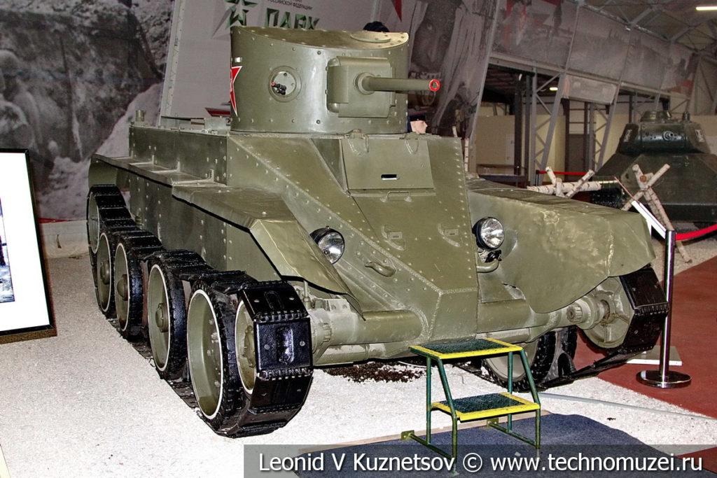 Быстроходный колесно-гусеничный танк БТ-2 в музейном комплексе парка Патриот