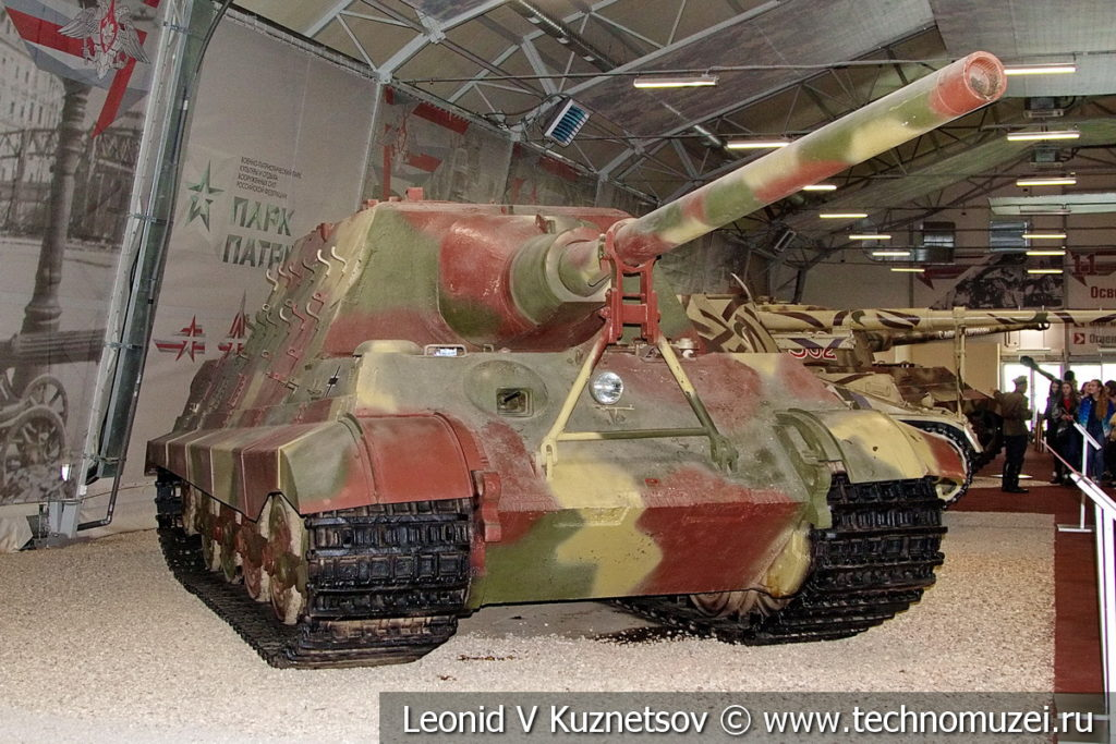 128-мм немецкий истребитель танков Jagdtiger в музейном комплексе парка Патриот