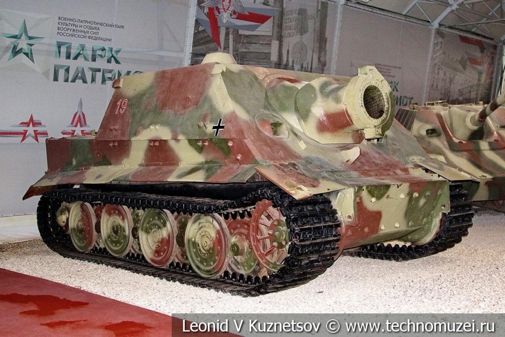 380-мм немецкая штурмовая мортира Sturmtiger в музейном комплексе парка Патриот