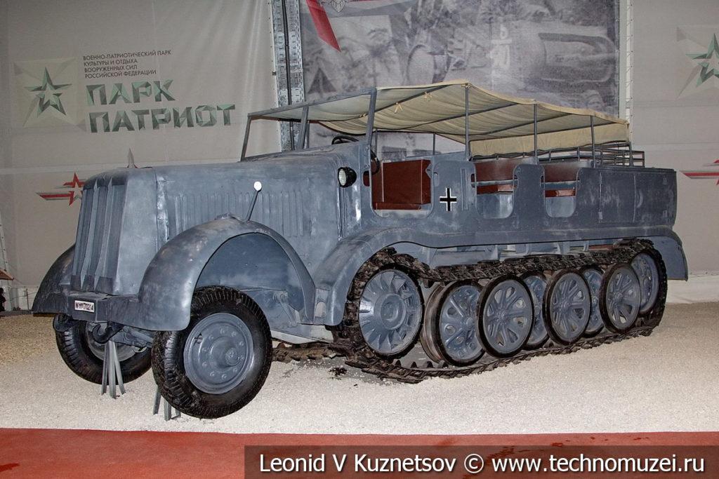 Немецкий полугусеничный артиллерийский тягач Daimler-Benz Typ DBS Sd. Kfz. 8 в музейном комплексе парка Патриот