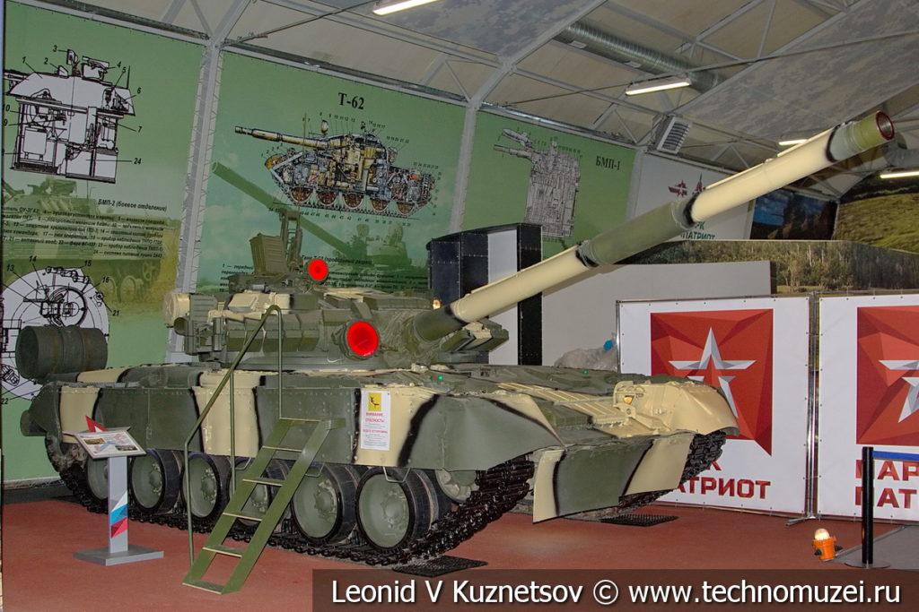 Танк Т-80 в музейном комплексе парка Патриот