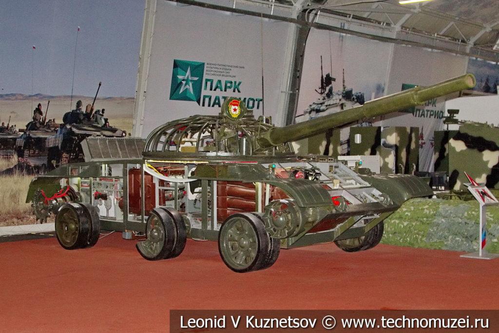 Учебно-действующий стенд УДС-166 танка Т-62 в музейном комплексе парка Патриот