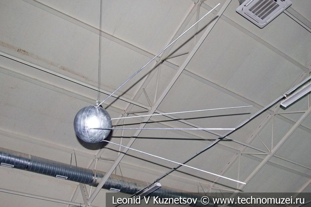 Макет первого искусственного спутника Земли в музейном комплексе парка Патриот