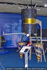 Низкоорбитальный спутник связи Гонец-Д1 в музейном комплексе парка Патриот
