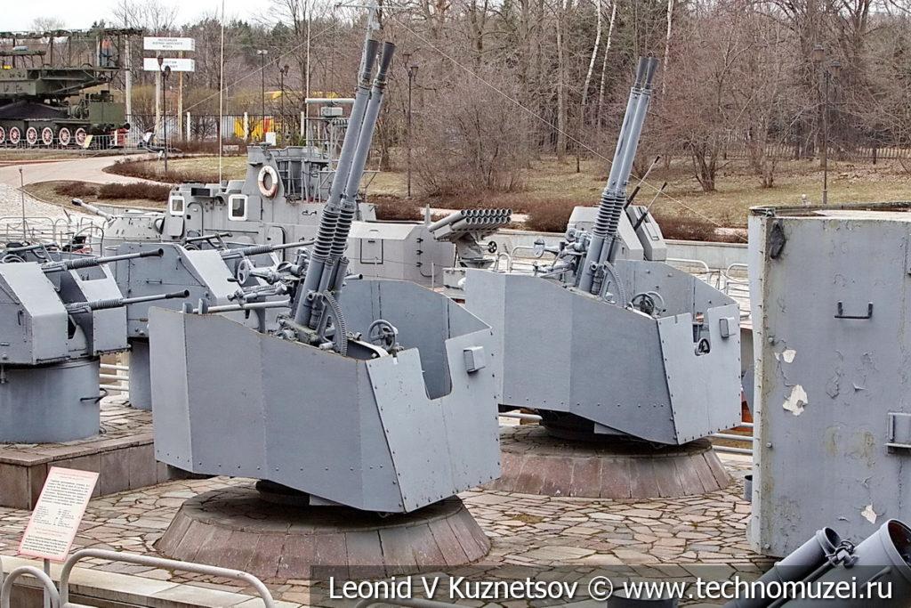 37-мм корабельные зенитные орудия В-11 образца 1946 года в музее Победы на Поклонной горе