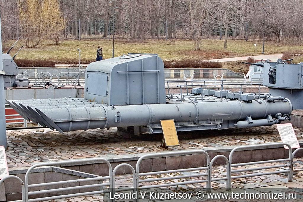 533-мм торпедный аппарат ПТА-53 1948 года в музее Победы на Поклонной горе