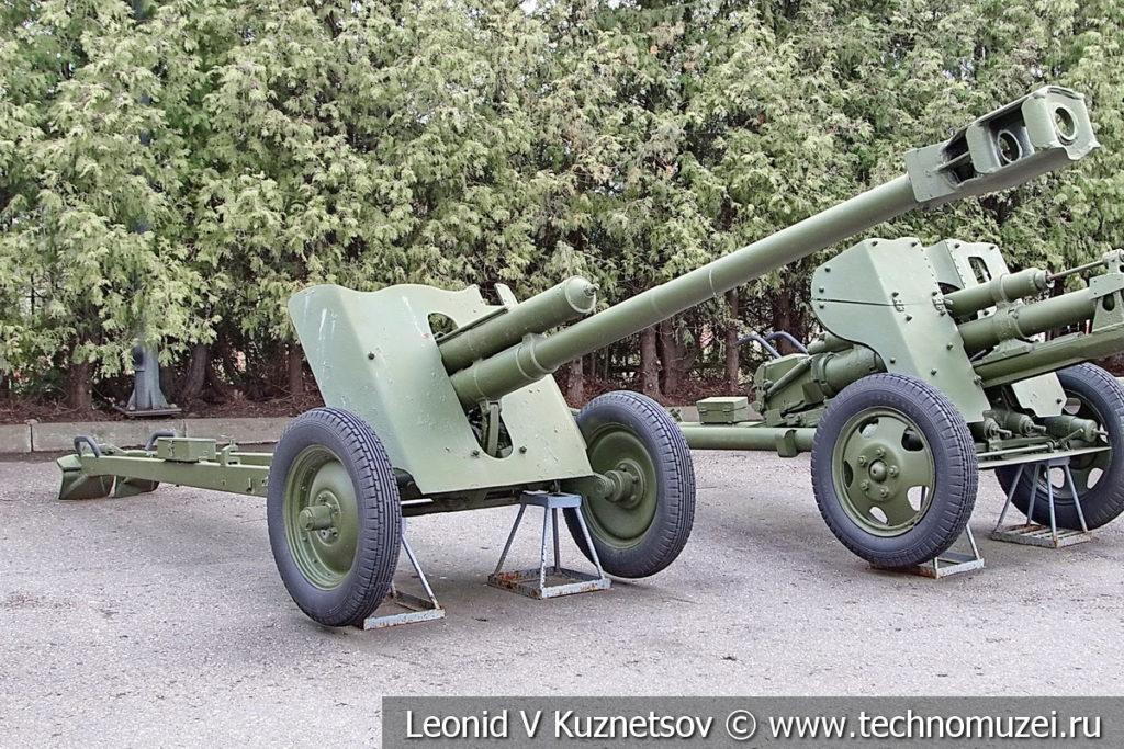 76-мм опытная полковая пушка М-27 1943 года в музее Победы на Поклонной горе