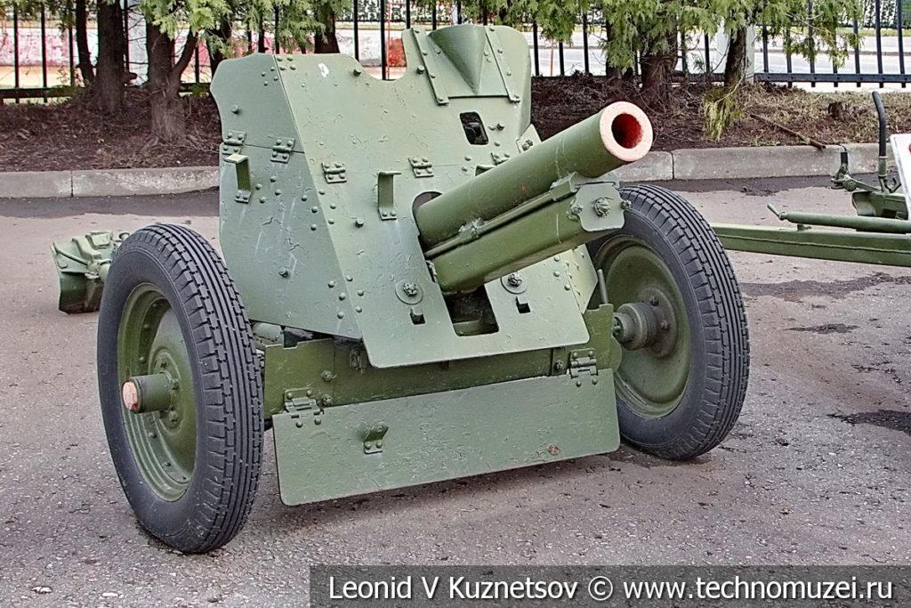 76-мм полковая пушка ОБ-25 образца 1943 года в музее Победы на Поклонной горе