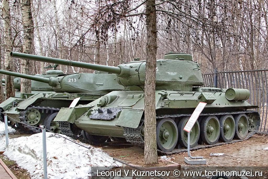 Средний танк Т-34-85 1944 года в музее Победы на Поклонной горе