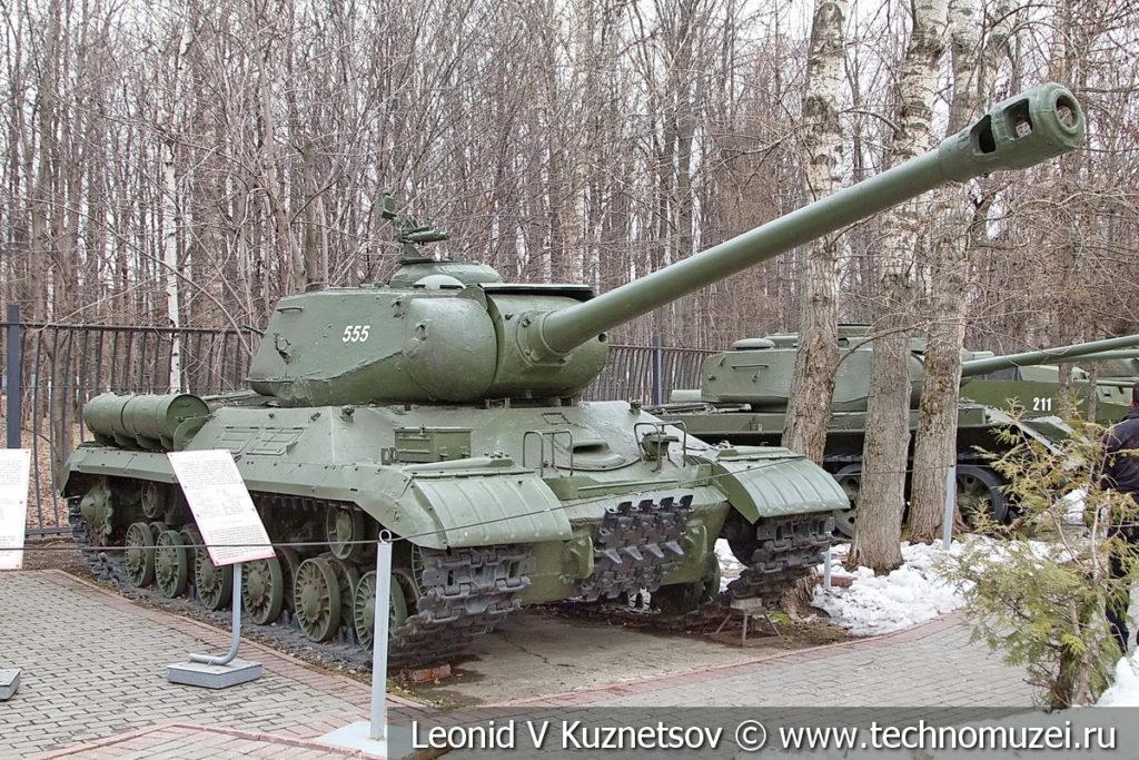 Тяжелый танк ИС-2М 1944 года в музее Победы на Поклонной горе