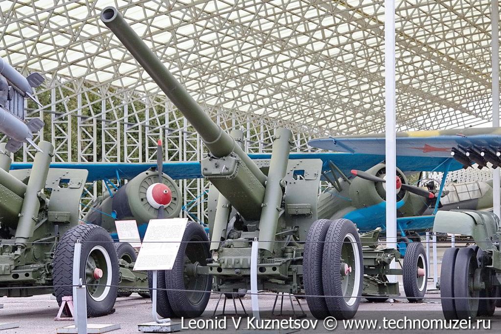 122-мм корпусная пушка-гаубица А-19 образца 1931/1937 годов с передком в музее Победы на Поклонной горе