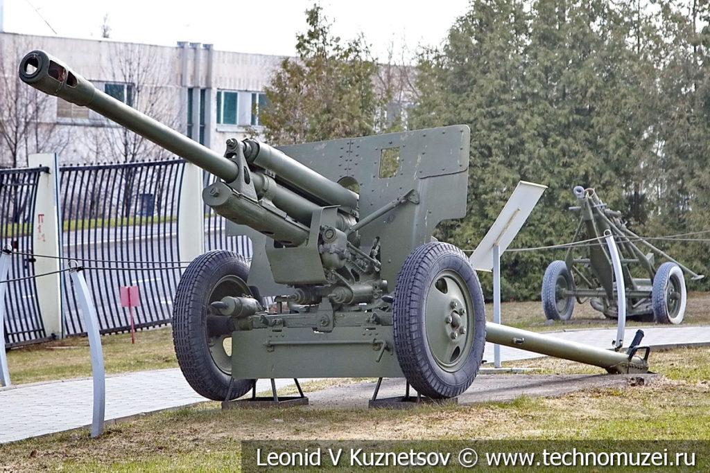76-мм дивизионная пушка ЗиС-3 (52-П-354У) образца 1942 года в музее Победы на Поклонной горе