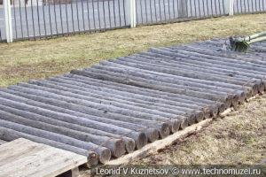 Деревянное сплошное бревенчатое покрытие в музее Победы на Поклонной горе