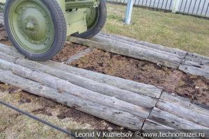 Деревянное колейное бревенчатое покрытие в музее Победы на Поклонной горе