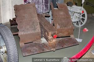 Разбитое немецкое 75-мм пехотное орудие leIG 18 в музее Победы на Поклонной горе