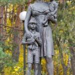 """Памятник жене офицера """"Ожидание"""" в микрорайоне Заря в Балашихе"""