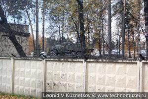 Памятник ЗиЛ-157 на территории воинской части в Балашихе