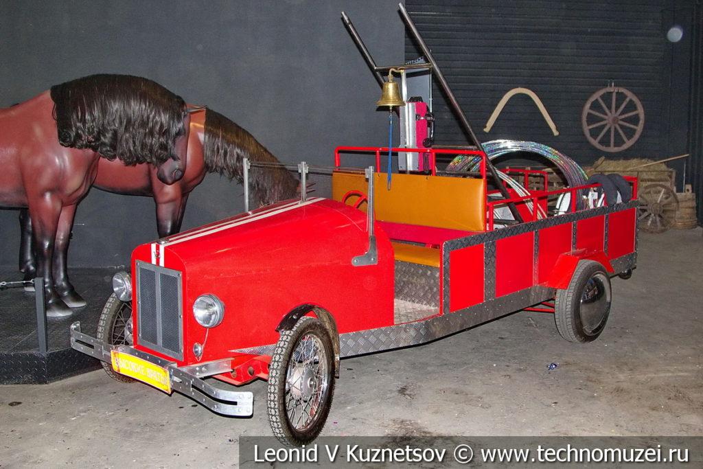 Селфи-мобиль пожарная машина в автомузее Моторы Октября в Москве