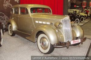 Packard 120 Touring Sedan 1936 года в автомузее Моторы Октября в Москве