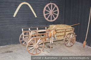 Деревянная телега в автомузее Моторы Октября в Москве