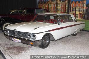 Двухдверный хард-топ Ford Galaxie 500 Club Victoria 1962 года в автомузее Моторы Октября в Москве