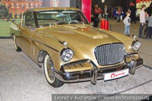 Двухдверное купе Studebaker Golden Hawk 1957 года в автомузее Моторы Октября в Москве