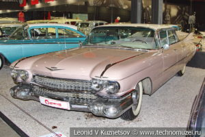 Седан Cadillac De Ville 1959 года в автомузее Моторы Октября в Москве