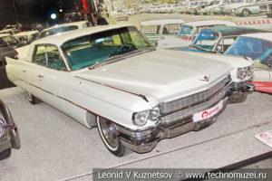 Четырехдверный седан Cadillac Series 62 1963 года в автомузее Моторы Октября в Москве