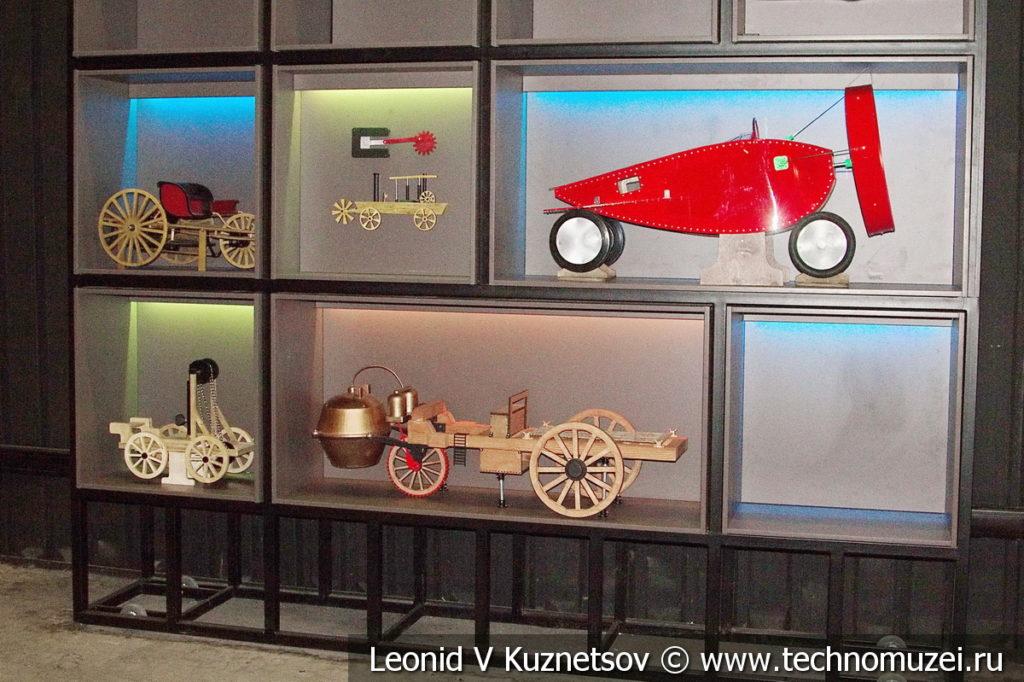 Модели самодвижущихся экипажей в автомузее Моторы Октября в Москве