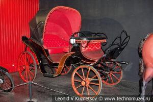 Конный экипаж в автомузее Моторы Октября в Москве
