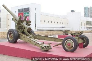 152-мм корпусная пушка-гаубица МЛ-20 (52-Г-544А) образца 1937 года с передком в Музее обороны Москвы