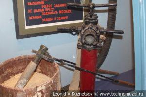 Борьба с зажигательными бомбами в Музее обороны Москвы