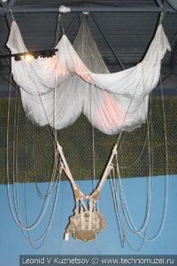 Тормозной парашют системы Глушкова для аэростата заграждения в Музее обороны Москвы
