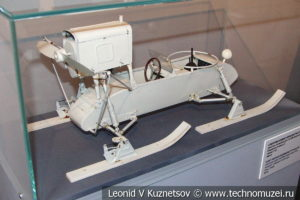 Модель аэросаней РФ-8-ГАЗ-98 в Музее обороны Москвы