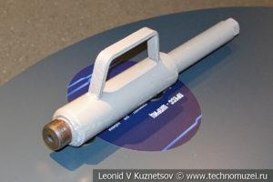 Пресс-шприц для нагнетания консистентной смазки в музее магистрального транспорта газа