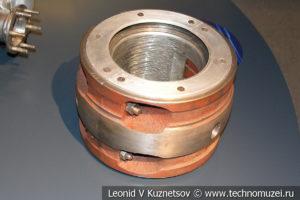 Опорный подшипник ротора электродвигателя СТД-4000 в музее магистрального транспорта газа