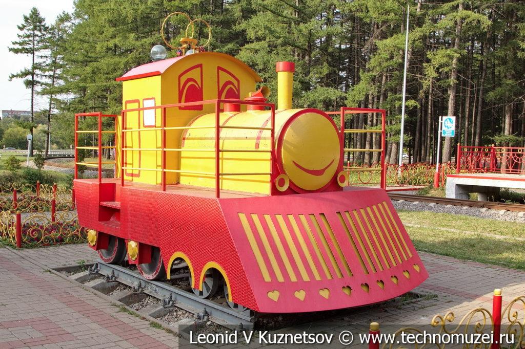 Свадебный поезд на Аллее невест в Детском парке в Новомосковске
