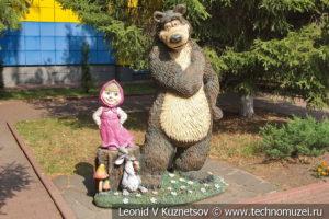 Скульптура Маша и Медведь на Тульской детской железной дороге