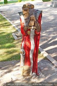 Скульптура Кащей на Тульской детской железной дороге