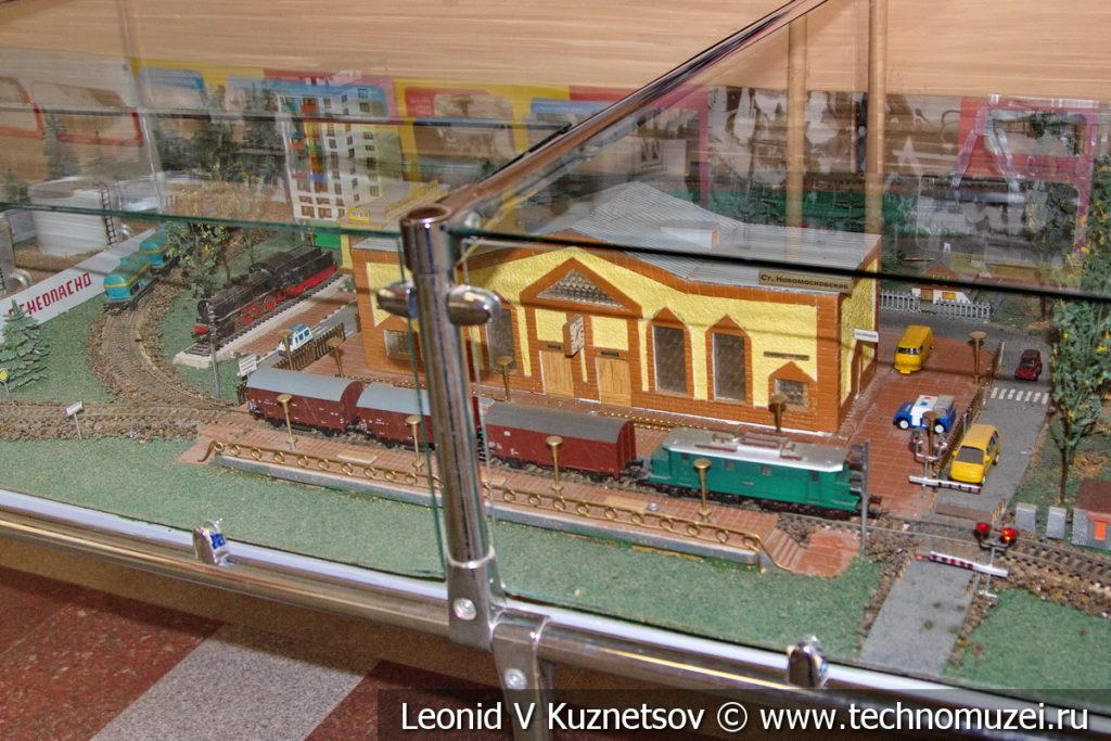 Макет станции Новомосковская-1 в выставочном зале Тульской детской железной дороги